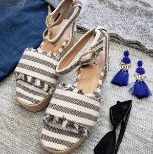 Shoes - 🆕️//The Poppy// grey espadrille platform